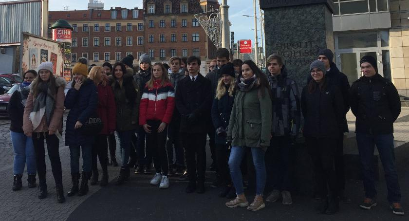 Edukacja, Uczniowie CKZiU uczcili rocznicę śmierci Hipolita Cegielskiego - zdjęcie, fotografia