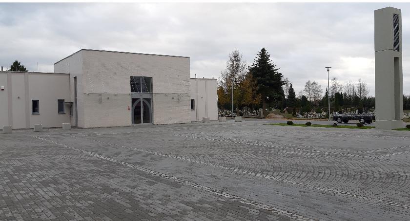 Zgodnie z ustaleniami władz miasta i księży pod uwagę brane są różne możliwości przebiegu pogrzebów