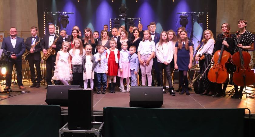 Koncerty muzyka, Kolęd Przyjaciół koncert Złotowie - zdjęcie, fotografia