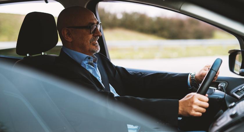 Biznes i praca, wynajem samochodu opłaca - zdjęcie, fotografia