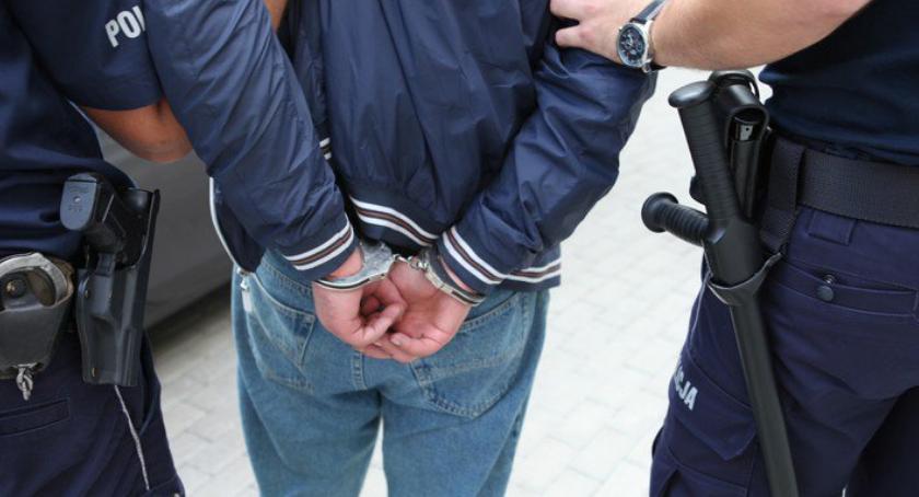 Kronika kryminalna, Pobili mężczyznę przystawili nóż - zdjęcie, fotografia