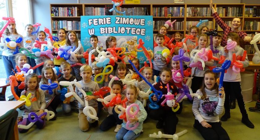 Ośrodki kulturalne, Balonowe szaleństwo Miejskiej Bibliotece Publicznej Złotowie - zdjęcie, fotografia