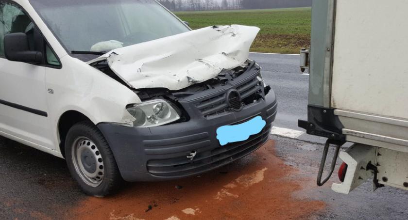 Wypadki drogowe, tablice ubezpieczenia - zdjęcie, fotografia