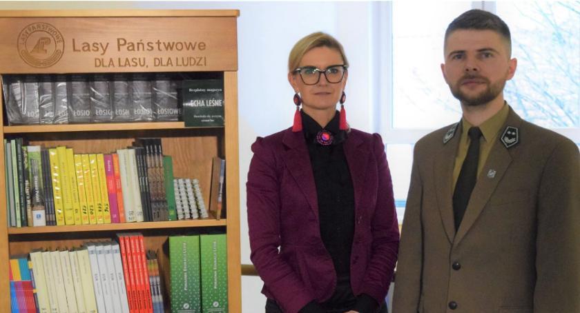 """Ośrodki kulturalne, """"Leśny Regał"""" Miejskiej Bibliotece Publicznej Złotowie - zdjęcie, fotografia"""