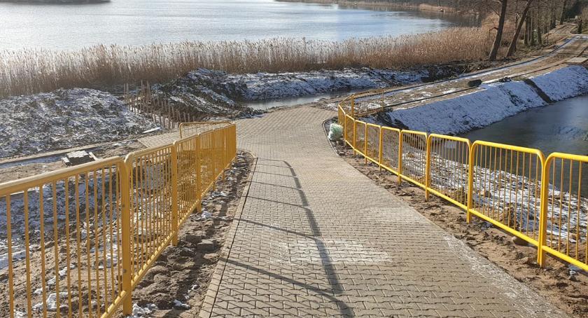 Inwestycje w powiecie, Trwają prace budowie nowej promenady Złotowie - zdjęcie, fotografia
