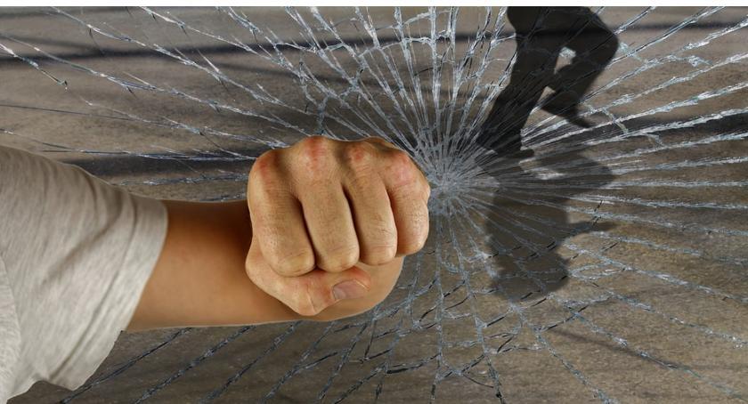 Kronika kryminalna, kopał grozi więzienia - zdjęcie, fotografia