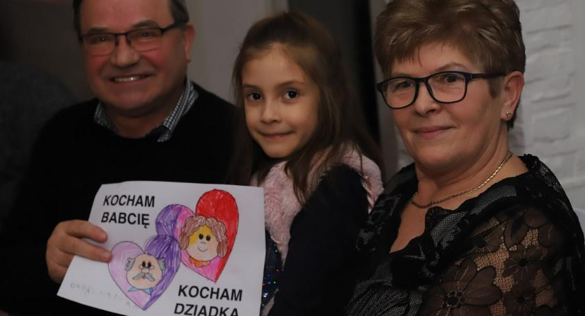 Uroczystości obchody, Recital Dzień Babci Dziadka Zacisze - zdjęcie, fotografia