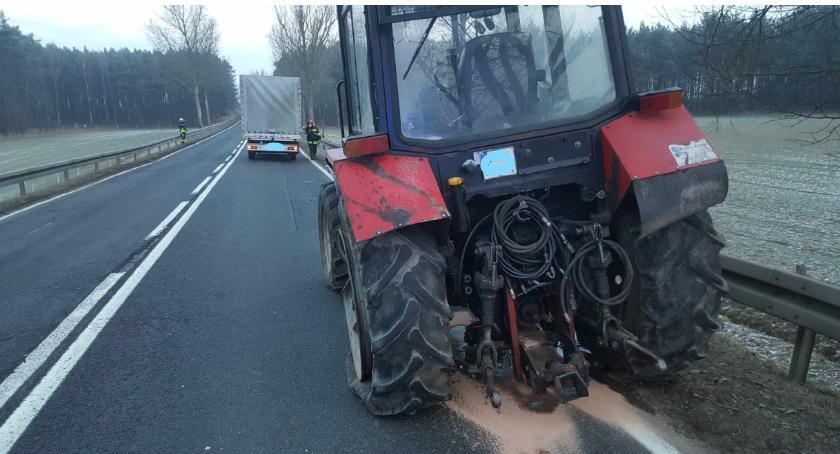 Wypadki drogowe, Zderzenie ciągnikiem - zdjęcie, fotografia