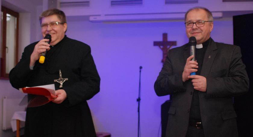 Ks. Piotr iks. Janusz podkreślali, że zależy im na owocnej współpracy zsamorządami iosobami zaprzyjaźnionymi zsanktuarium