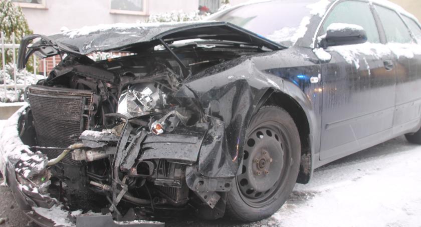 Wypadki drogowe, Zderzenie osobowych ulicy Królowej Jadwigi - zdjęcie, fotografia