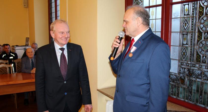 Samorządowcy, Starosta odznaczony - zdjęcie, fotografia
