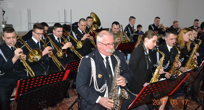 Orkistra Dęta OSP Krajenka to nie tylko muzycy, ale też uatrakcyjniające jej występy mażoretki