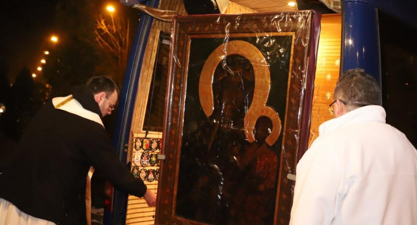 Kościół, Złotowianie przywitali obraz Matki Bożej - zdjęcie, fotografia