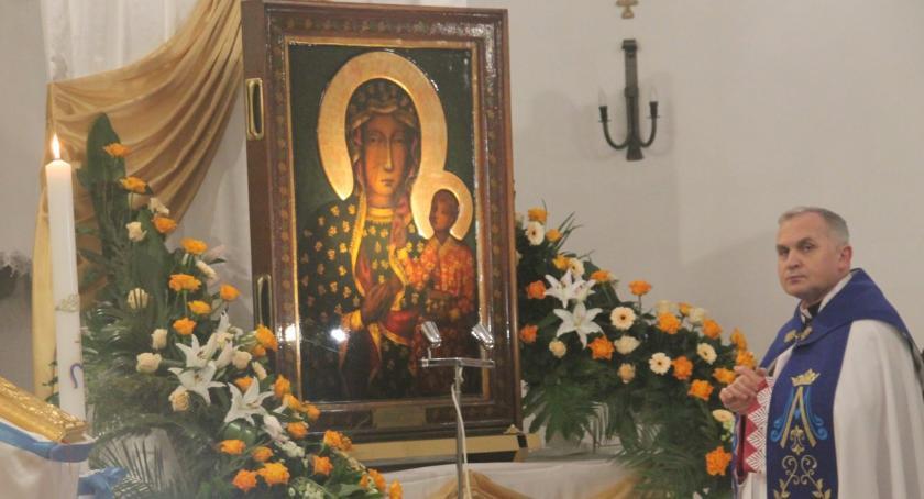 Kościół, Peregrynacja obrazu Matki Bożej Częstochowskiej parafia Apostołów Piotra Pawła - zdjęcie, fotografia