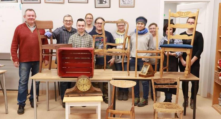 Ośrodki kulturalne, renowacji mebli Uniwersytetem Ludowym - zdjęcie, fotografia