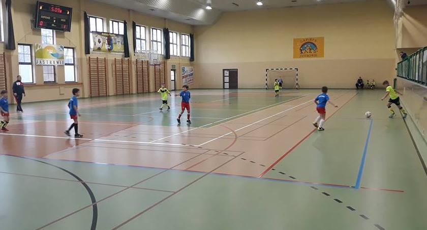 Piłka nożna, Pracowity weekend młodych piłkarzy - zdjęcie, fotografia