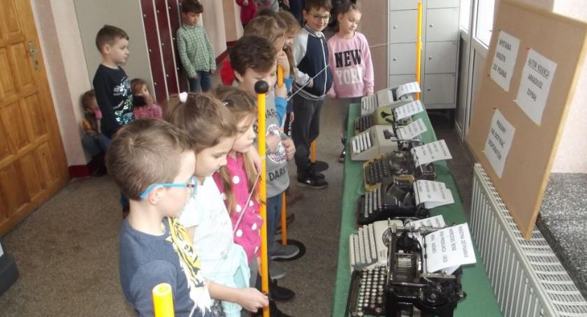 Edukacja, Wystawa maszyn pisania - zdjęcie, fotografia