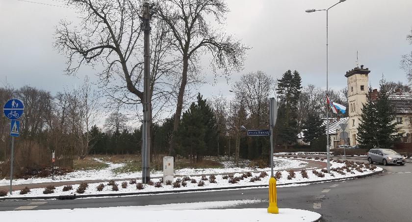 Jednym z miejsc wskazanych pod budowę Sali Królestwa jest miejska działka przy ulicy Jastrowskiej, naprzeciwko pałacu Działyńskich