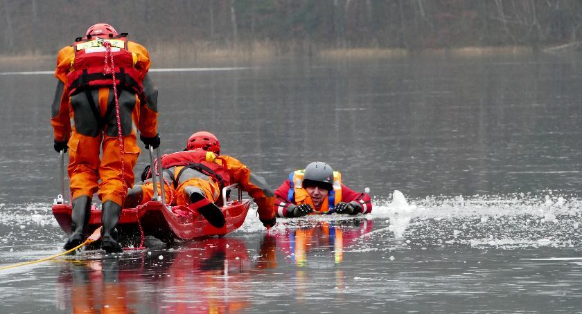 Straż pożarna, Strażacy ratowali tonącego - zdjęcie, fotografia