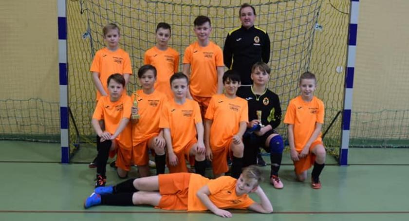 Piłka nożna, Puchar Burmistrza Jastrowia rękach Football Academy Złotów - zdjęcie, fotografia