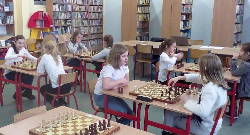 Konkursy i zawody, Mistrzostwa szkoły szachach dziewcząt - zdjęcie, fotografia