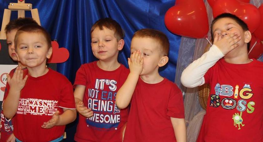 Uroczystości obchody, buziaka przedszkolaka - zdjęcie, fotografia