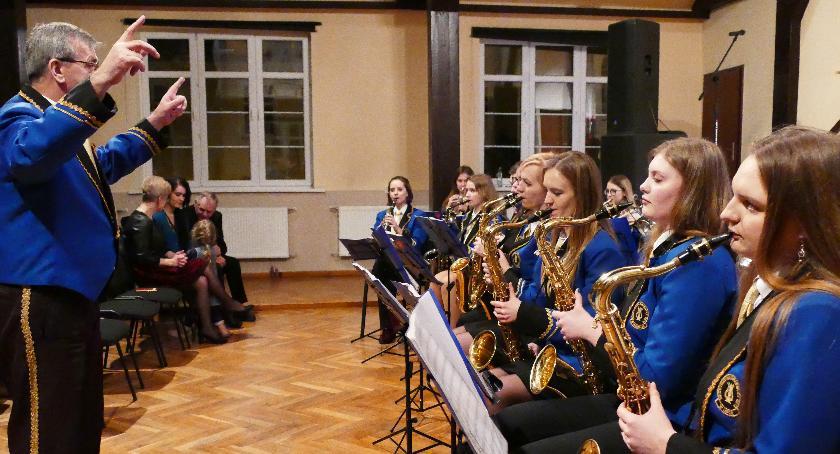 Koncerty muzyka, Orkiestra zagrała Zakrzewie - zdjęcie, fotografia