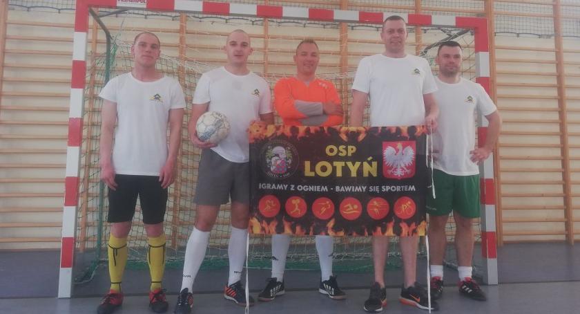 Piłka nożna, Powiatowy turniej piłki halowej strażaków - zdjęcie, fotografia