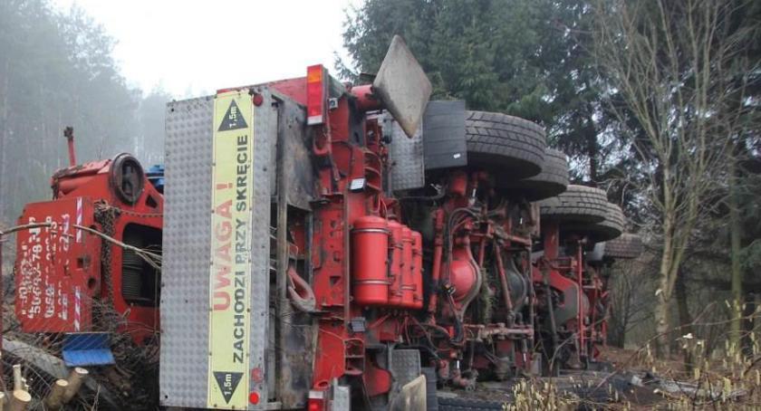 Wypadki drogowe, Kolizja udziałem tonowego dźwigu - zdjęcie, fotografia