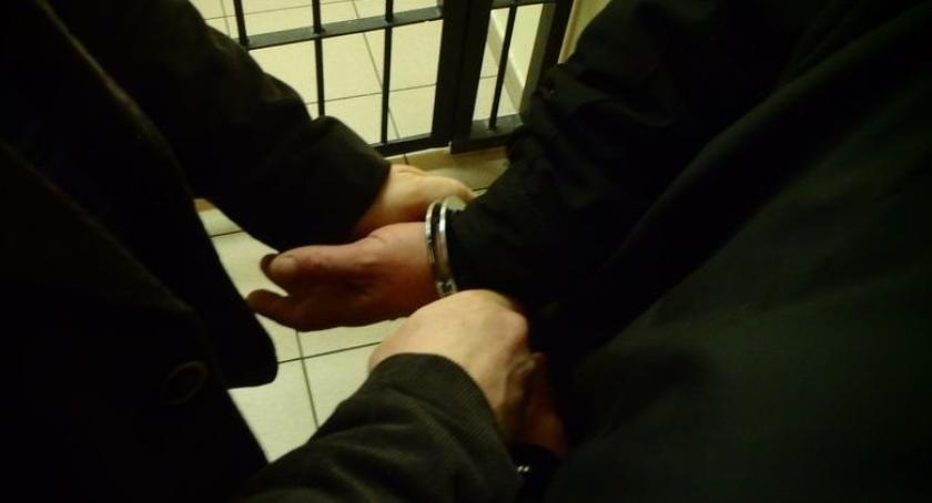 Kronika kryminalna, Oszukali kilka aptek terenie powiatu złotowskiego - zdjęcie, fotografia