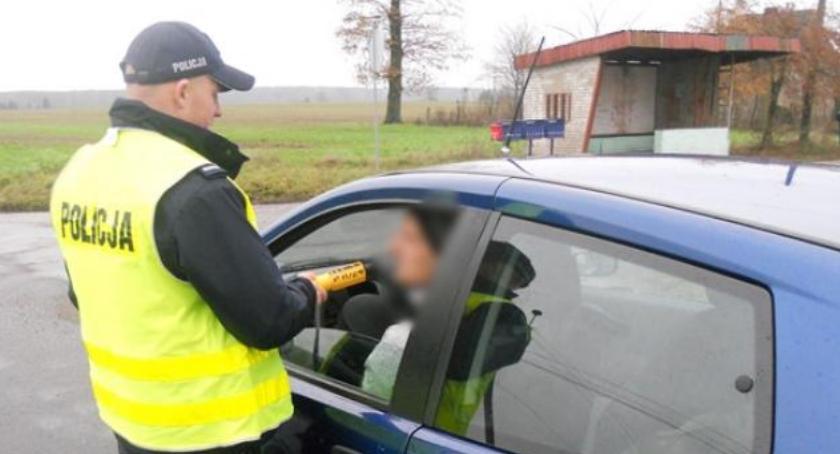 Policja - komunikaty i akcje, Kolejni nietrzeźwi kierowcy drogach powiatu złotowskiego - zdjęcie, fotografia