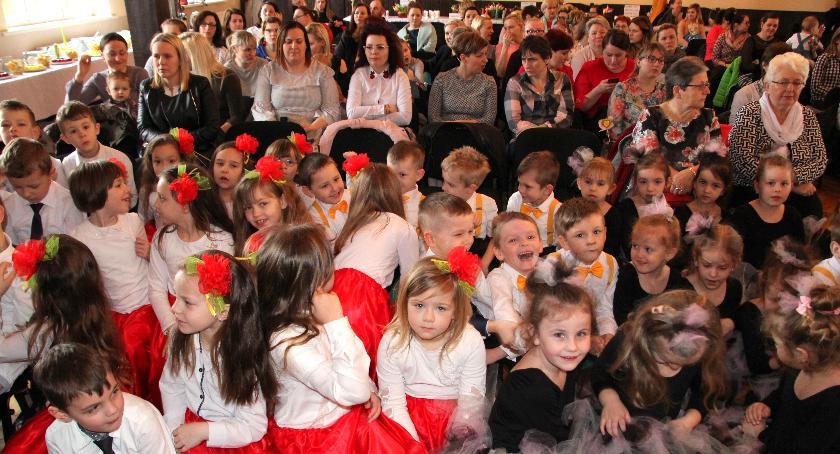 Edukacja, Zakrzewskie przedszkolaki Dzień Kobiet - zdjęcie, fotografia