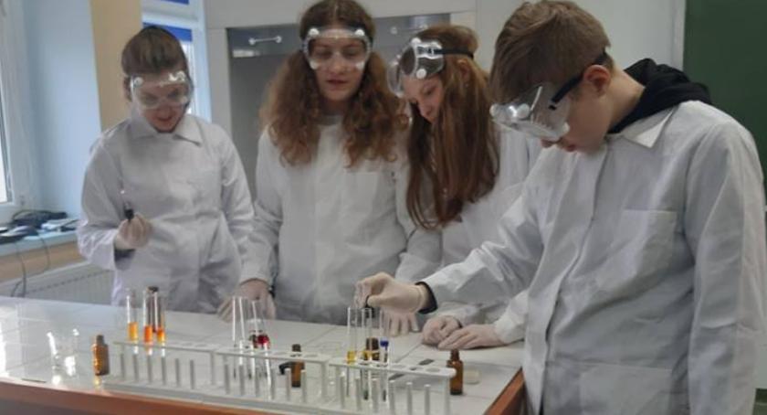 Edukacja, Chemiczny kameleon Jedynce - zdjęcie, fotografia