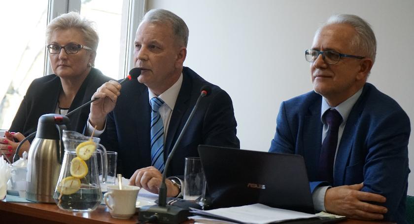 Samorządowcy, Burmistrz dołożył zastępcy - zdjęcie, fotografia