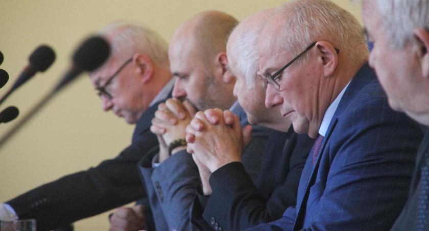 Samorządowcy, Członkowie zarządu powiatu starli radnymi Prawa Sprawiedliwości - zdjęcie, fotografia