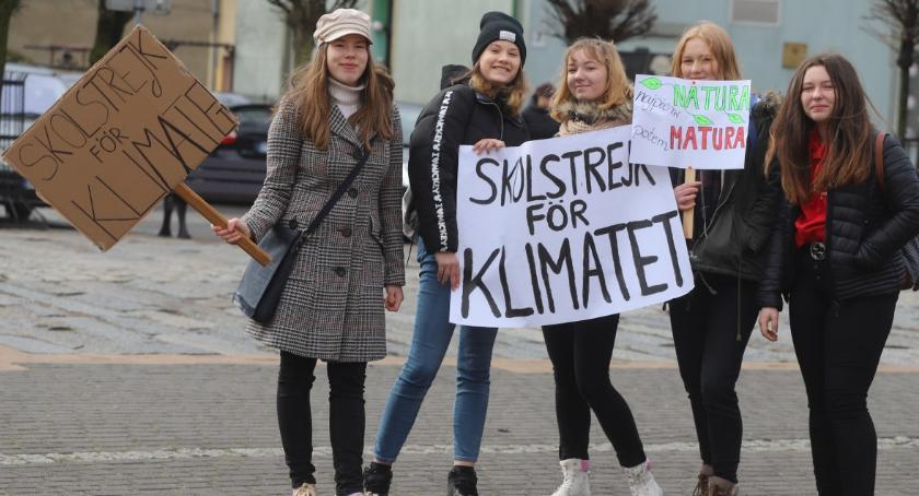 Uroczystości obchody, Strajk klimatyczny młodzieży Złotowie - zdjęcie, fotografia