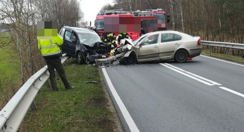 Zderzenie czołowe na trasie Dolnik- Skórka. Trzy osoby trafiły do szpitala