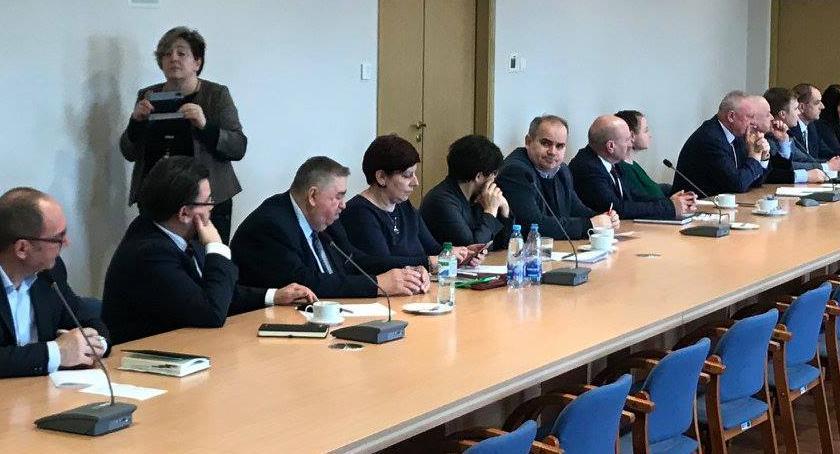Samorządowcy, Wielkopolska pominięta samorządowcy parlamentarzyści podnoszą głos - zdjęcie, fotografia