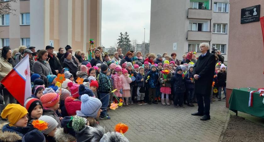 Edukacja, Odsłonięcie poświęcenie tablicy podporucznik Emilii Chłapowskiej - zdjęcie, fotografia