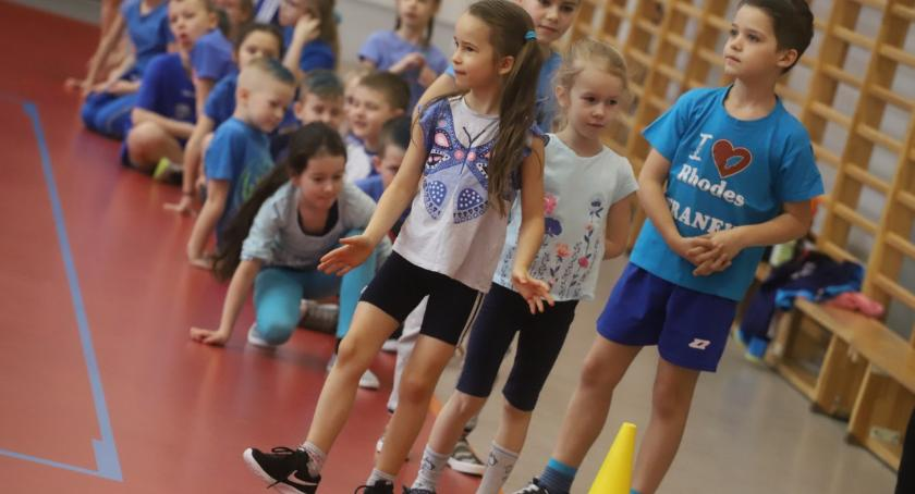 Edukacja, Jedynka powitała wiosnę sportowo - zdjęcie, fotografia