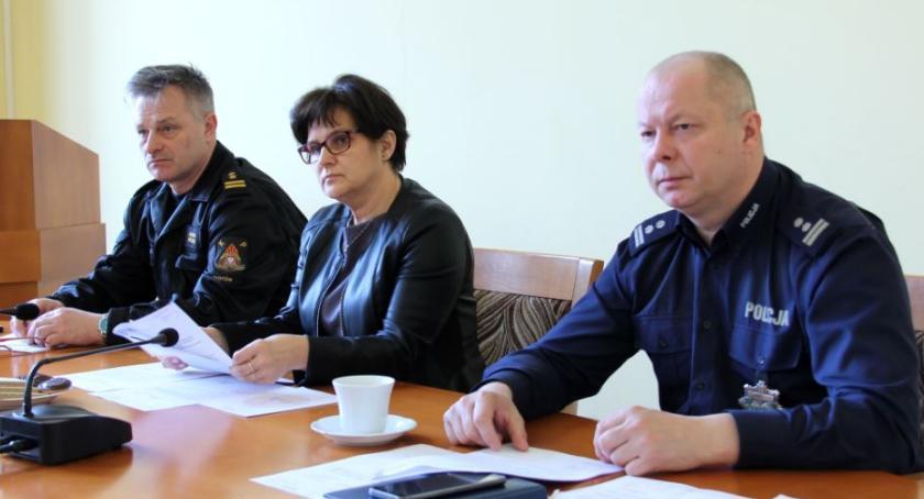 Samorządowcy, Pierwsze posiedzenie Powiatowego Zespołu Zarządzania Kryzysowego Złotowie - zdjęcie, fotografia
