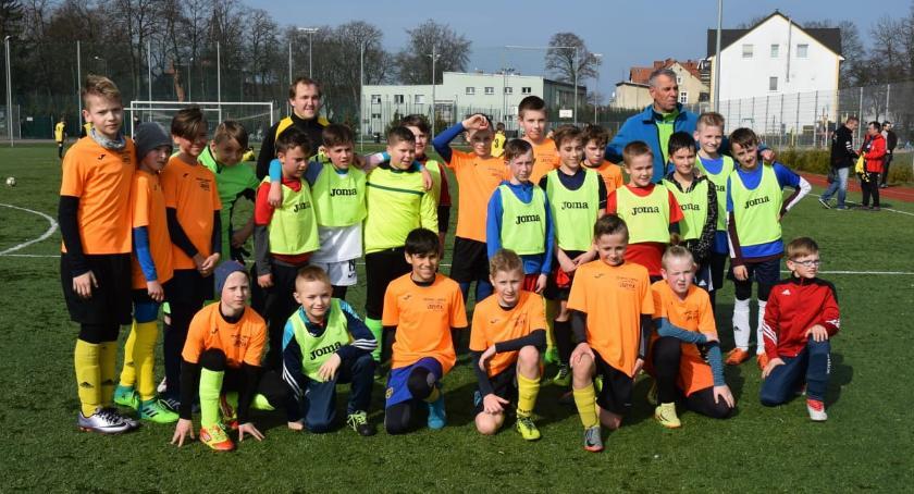 Piłka nożna, Akademia Piłkarska Start Jastrowie zwycięża dzisiaj Złotowie - zdjęcie, fotografia