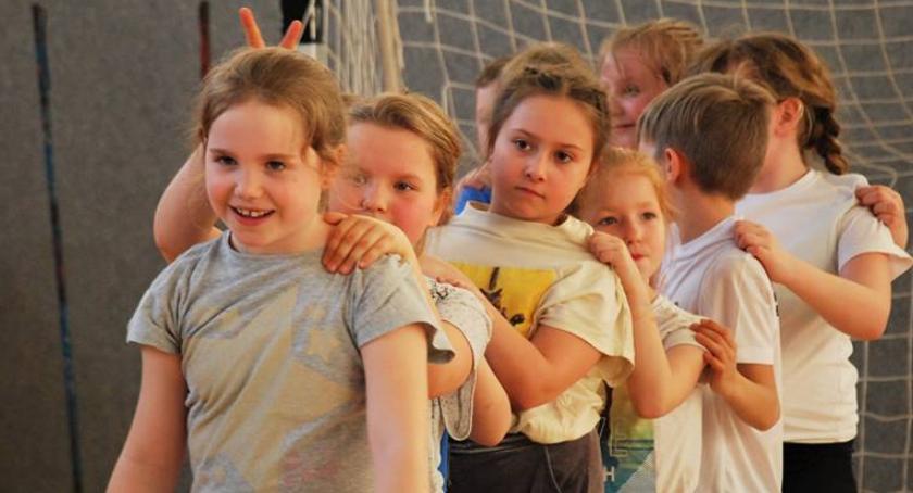 Pozostałe, trenują badmintoniści - zdjęcie, fotografia