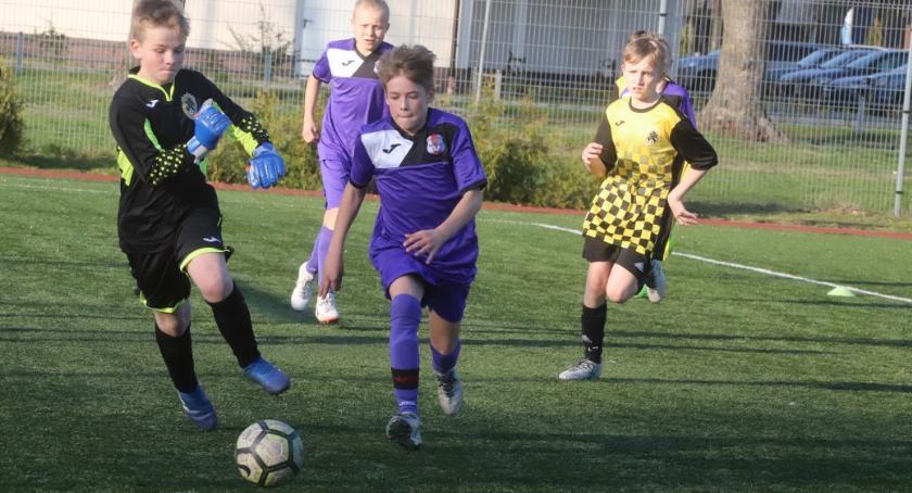 Piłka nożna, Młodziki Polonii Jastrowie zwyciężają Złotowie - zdjęcie, fotografia
