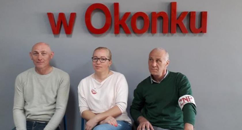 Edukacja, Nauczyciele gminie Okonek strajkują - zdjęcie, fotografia