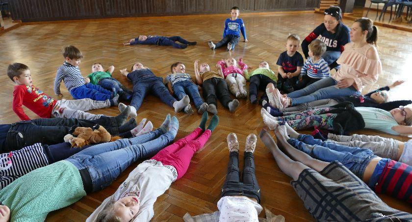 Ośrodki kulturalne, Zakrzewski Polski wspiera rodziców - zdjęcie, fotografia