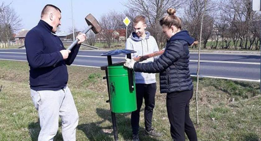 Charytatywnie, Lotyń próżnuje - zdjęcie, fotografia