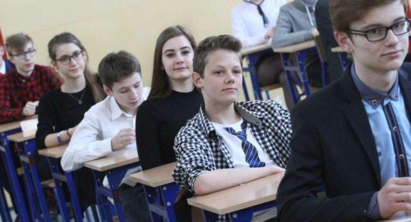 Edukacja, Wspieramy uczniów podczas tegorocznych egzaminów zgłoś się! - zdjęcie, fotografia