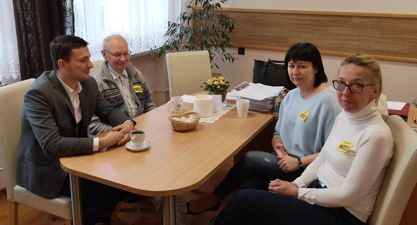 Samorządowcy, Spotkanie Wójta strajkującą załogą Zakrzewo - zdjęcie, fotografia