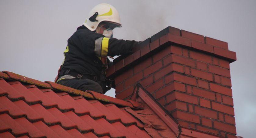 Straż pożarna, Pożar sadzy przewodzie kominowym budynku mieszkalnego - zdjęcie, fotografia